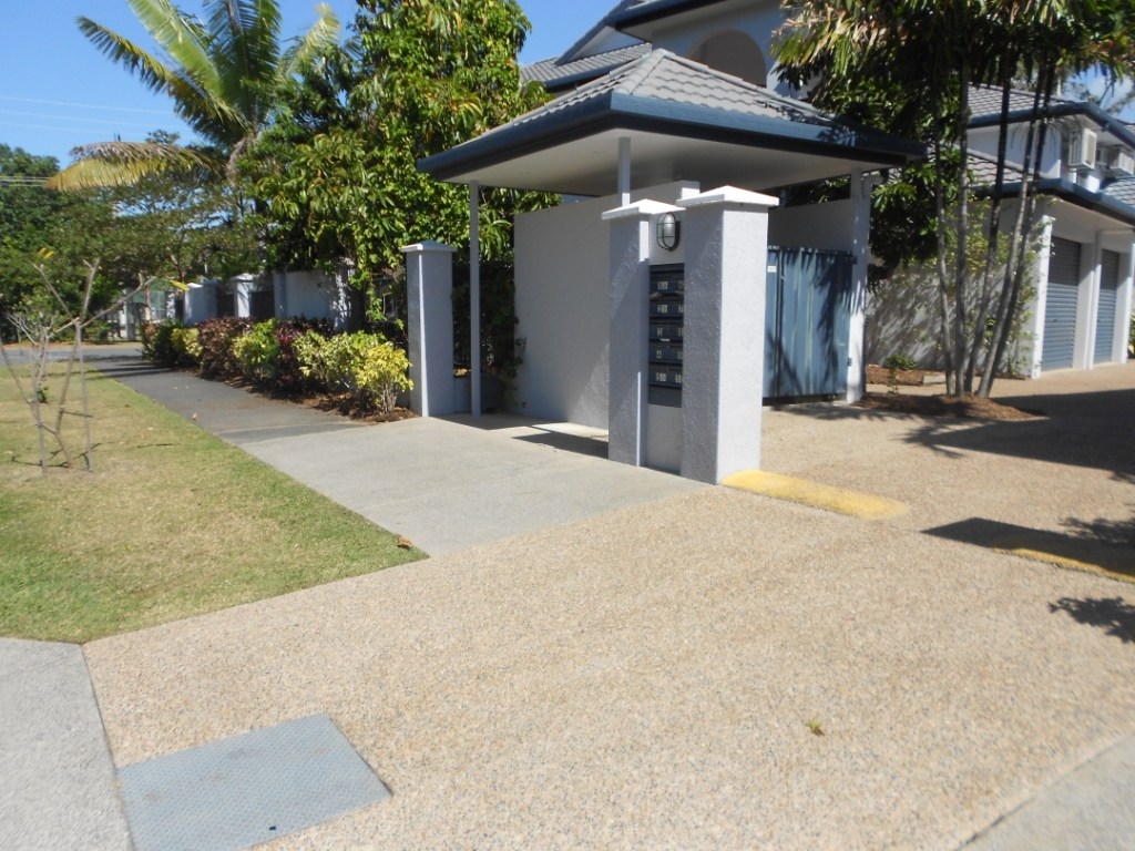 brick pressure cleaning cairns